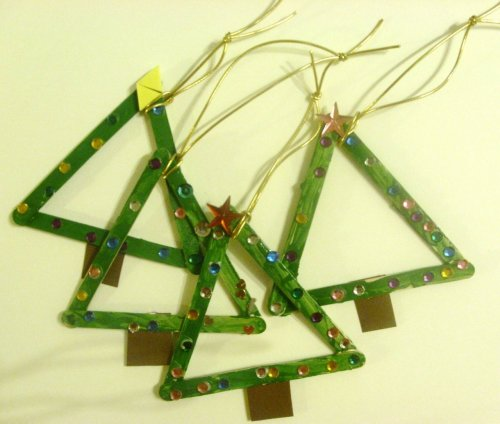 learningwithbella:  Popsicle Stick Christmas Tree from A Homeschool Journey