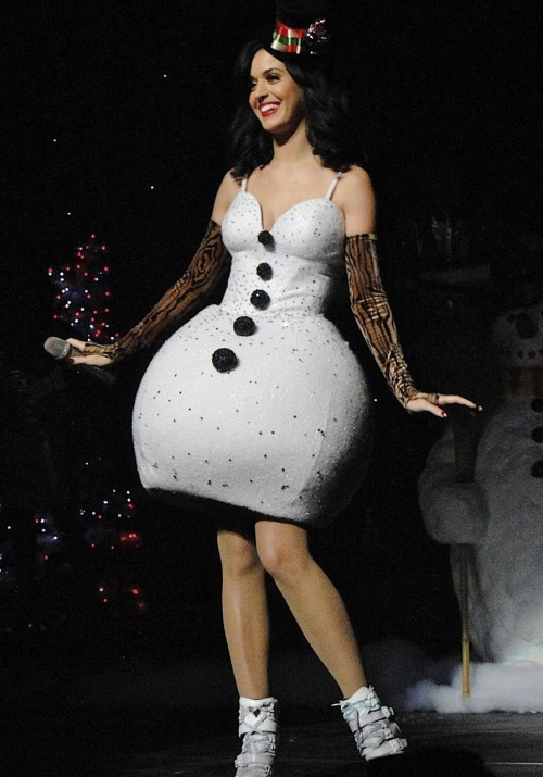 iheartkatyperry:  @ Jingle Ball - Los Angeles - December 5th 2010   need this dress!!
