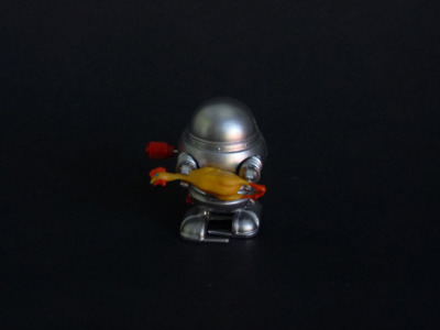 objectier:  Chicken Serving Robot (wind-up), Misako Inaoka