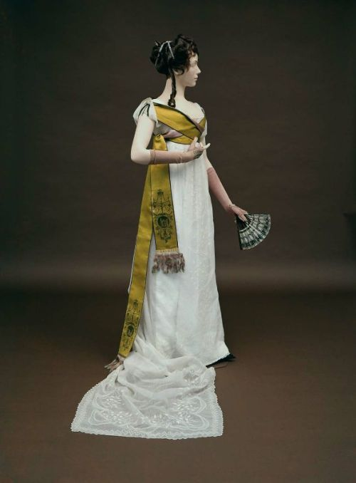 ming85:  omgthatdress:  Dress ca. 1800 via The Museum of Fine Arts, Boston  That Scarf!!!