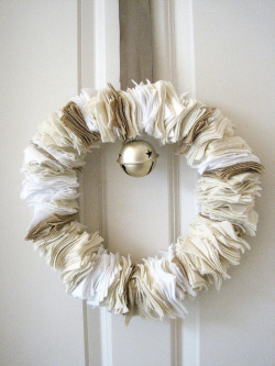 umla: nester: How to Make a Cozy Winter Felt Wreath | The Inspired Room