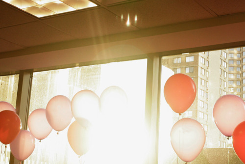 Balloons (Midtown, Manhattan), by Youngna Park 20x200 - Print Information