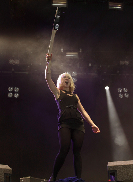 awesomegirlsinbands:  Ritzy Bryan, The Joy Formidable