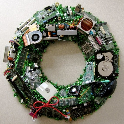 Computer Component Christmas Wreath [ via laughingsquid.com ]  #loveit
