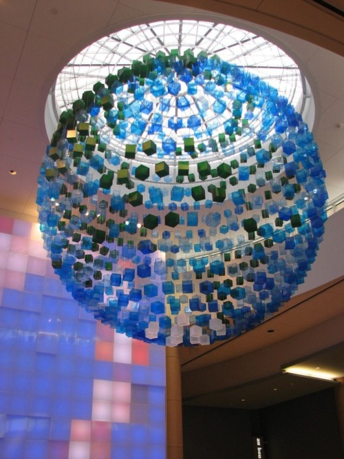 青い球体。 homedesigning:  Globe Installation by Francis Cauffman Architects and Eventscape » CONTEMPORIST