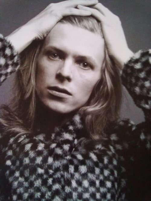 From the classic Hunky Dory photo session
