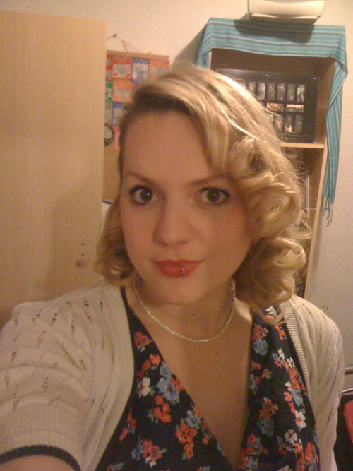 An Experiment with Pin Curls Really didn't think this would work but I love pin curls!! So easy - see here I've tried both dry and wet set curls and they work just as well and last all day (with a blast of hairspray) amazing!