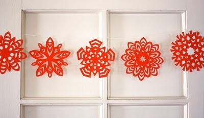 mommycoddle:  How to make 5-pointed paper snowflakes | How About Orange