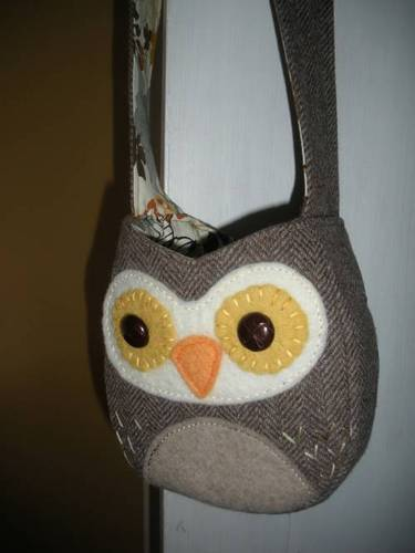 Upcycled owl bag by 85%confusion on Craftster!
