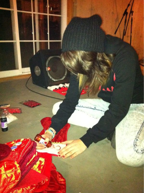 tayjardine:  wearetheincrowd:  Arts & crafts