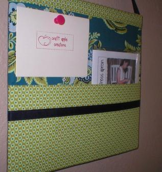icouldmakethat:  Corkboard/Wall Pocket Tutorial « Craft Apple I think I'd do this without the wall pocket, just because I'd be afraid of losing bits of paper down it.