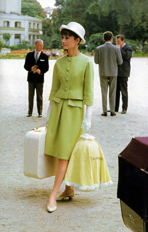fuckyeah60sfashion:  Audrey Hepburn in a Givenchy suit.Paris When It Sizzles, 1962.