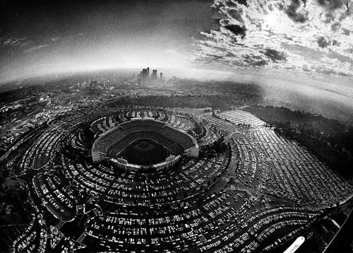 Oct. 4, 1977: Cars jam the parking lots of Dodger Stadium for the first game of the National League Championship Series playoffs between the Dodgers and Philadelphia Phillies. (via photos from Los Angeles Times archives)