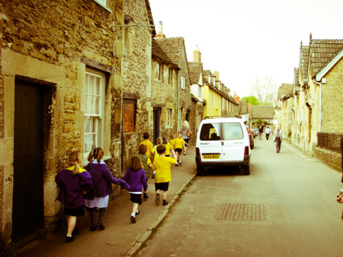 English School Children, UK. (Town where they filmed Diagon Alley… I Just realized that it's homophonic to 'diagonally') 2009. Digital. Canon S5IS.