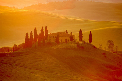 Early-morning light on an Italian villa (by Robert Crum) | Website