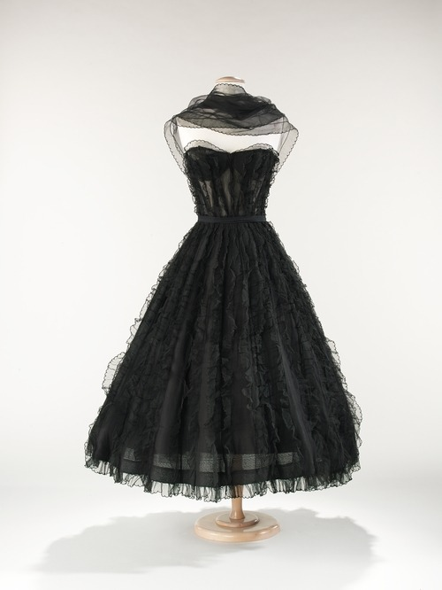 omgthatdress:  Coco Chanel evening dress ca 1957 via The Costume Institute of the Metropolitan Museum of Art