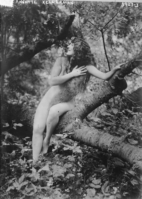 Annette Kellerman * publicity still for 1916 film A Daughter of the Gods
