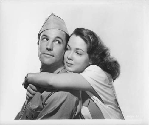 always-fair-weather:  Gene Kelly and Kathryn Grayson Thousands Cheer (1943)