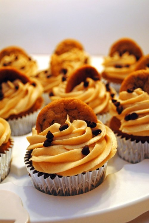phoods:  Mrs. D Loves to Eat!: Chocolate Chip Cookie Dough Cupcakes
