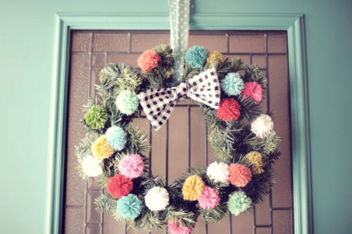 I definitely have a wreath fetish this year. This one is so cute!