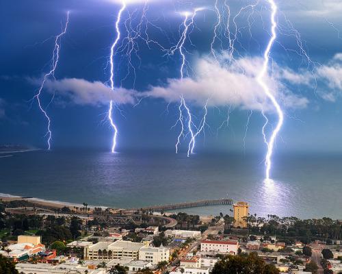 llbwwb:  Lightning Strike,Ventura, CA by Amery