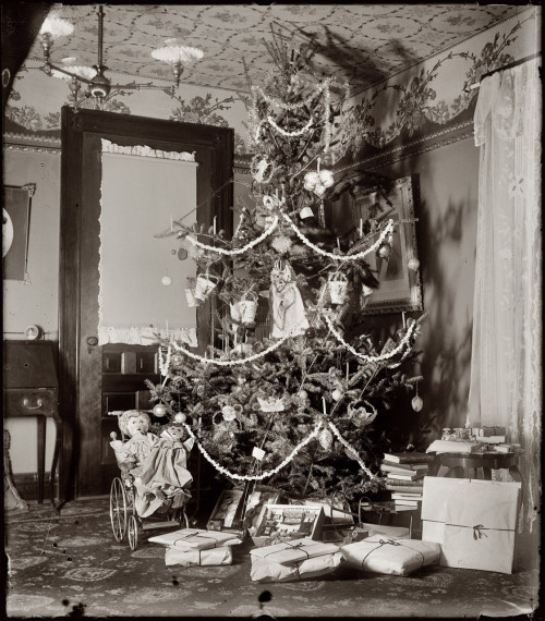 earwigbiscuits:   Christmas 1900, home of Wilbur and Orville Wright