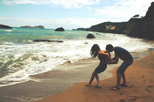 O amor, não esta em um casal se amassando, o amor esta em um sorriso, o amor esta em duas pessoas que fariam tudo por o sorriso um do outro.