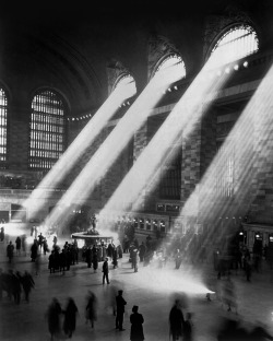 Grand Central Station, NYC, 1941. The light does not stream in like this anymore because the buildings around the station are too tall.