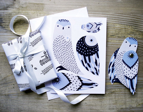 wiseowls:  whatkatiedoes:  Karolin created these beautiful cards that you can cut apart to create your own moveable animal card/toy   Read more at Design*Sponge http://www.designspongeonline.com/2010/12/weekly-wrap-up-52.html#ixzz18UEjRZSy  Hey Owlies, what about making some of these for Christmas??