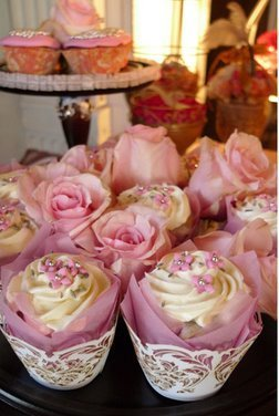 missmonstabesos:  ♥ Wedding Cupcakes… I call them French Kisses xoxo