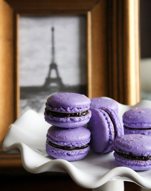 I might be the only one who thinks Ladurée macarons are too hard, not moelleux enough. Surprisingly, those at the bakery/salon de thé Les Enfants Gâtés in the 17th (rue Cardinet) are delightful! {photo credits}