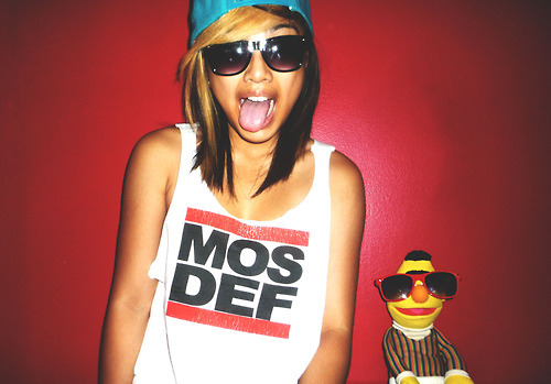 flowmosapiens:  Hot girls with muppets and Run DMC shirts… gah!