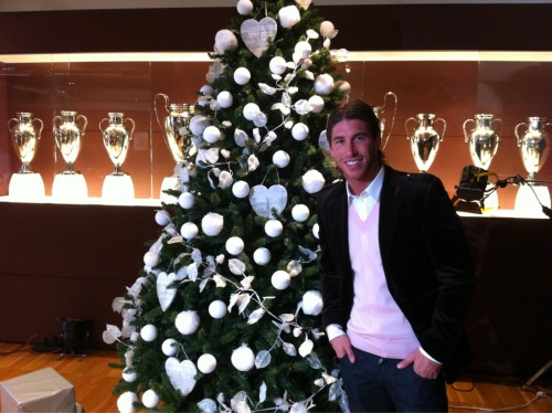 "@SergioRamos: ""Merry Christmas and Happy 2011 to all..! Christmas Dinner with my friends.. a hug"""
