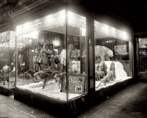 secondwaltz:  Saks Fifth Avenue, Dec 1920