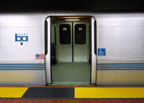 BART doors, 24th St./Mission station