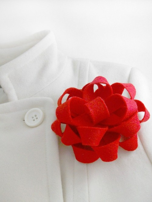 I am loving this gift bow felt brooch. I wish I had already ordered it to wear for this weekend's holiday parties. Available here.