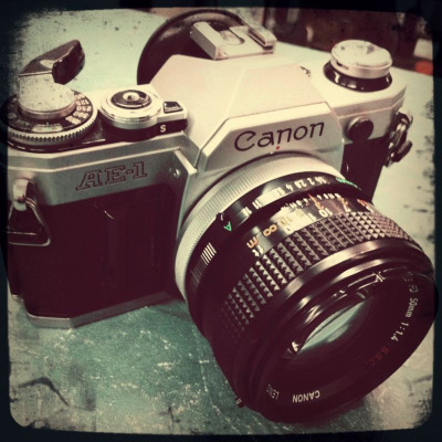 Hey everyone, say hi to our new roommate Canon AE-1, recommended by the unique Samuel Velasquez. Canon AE-1, say hi to everyone. Especially the unique Samuel Velasquez.