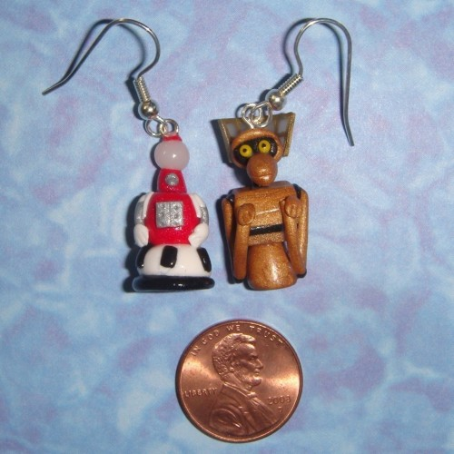pigtailsandcombatboots:  Tom Servo and Crow T. Robot MST3K Earrings on etsy  If I were a girl, I would TOTALLY buy these