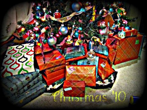 putzing around with @picnik this morning… our #gifts to distribute for #christmas http://twitpic.com/3irf0l