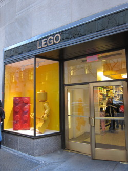 legos:  Lego Store - Rockefeller Center - New York City Submitted by wilcowilliams.tumblr.com