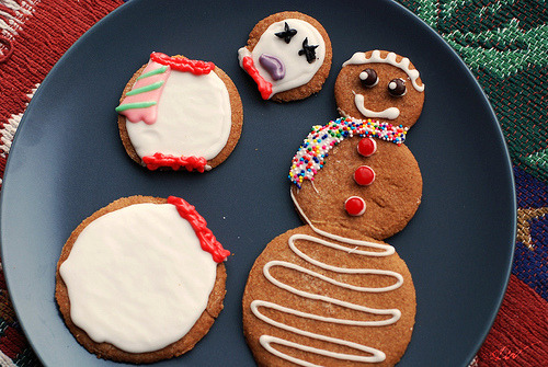 365 Days of Food #358 Gingerbread Snowmen (by @Wattyz/@TheHungryDudes)  Having a little fun with a gingerbread snowman who fell apart.   Did you decorate any sweet treats this holiday season?