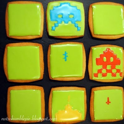 Not So Humble Pie: Royal Icing 101: Space Invaders A guide to intricate icing, which is exactly the opposite of what I'm about to do.