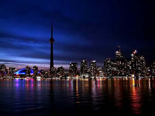 featherlikethin:  -cityoflove:  Toronto, Canada  home  Proud to live in this city.