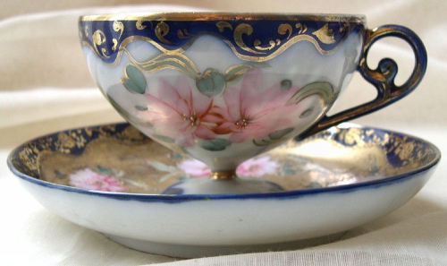 19th century Japanese hand-painted porcelain tea cup