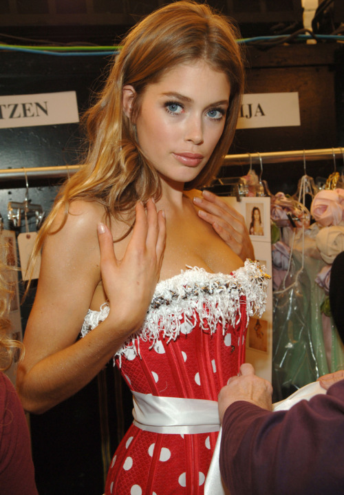 victorias-secretangelz:  I just cant. Doutzen was too perfect this year