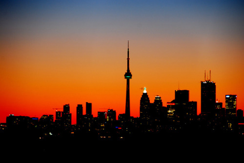 fuckyeahtoronto:  Toronto at Sunset (by Pat Young)