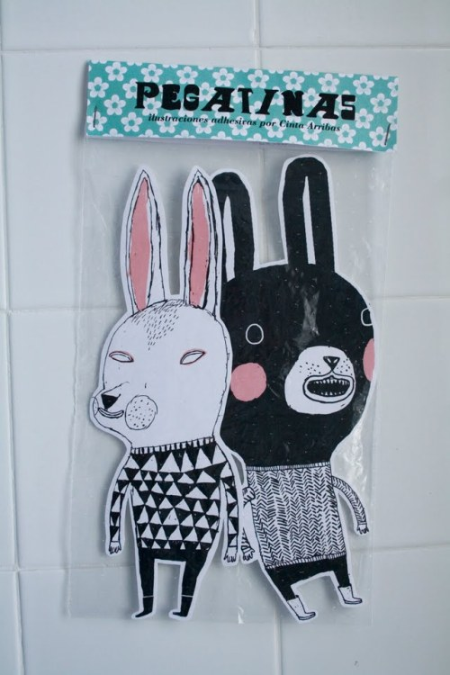 I love those pegatinas by Cinta Arribas
