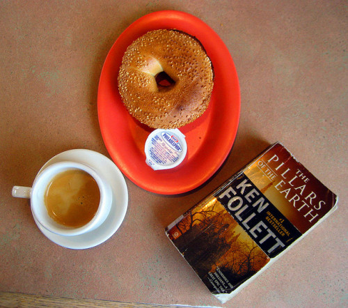 justabookclub:  Espresso, a good book and a bagel with cream cheese (by Graciela Blaum)  Gosh, I can't waint for 18th Jan when is my last exam! I've bought this book and I'll read it then.