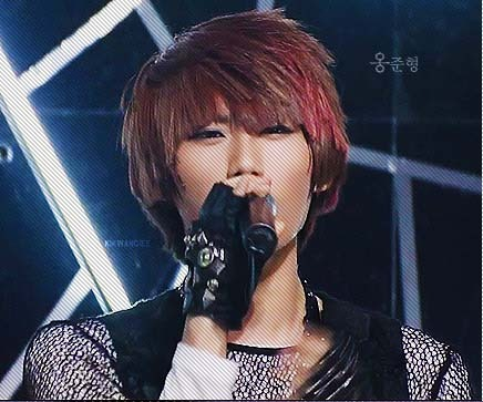 hyunseung-rancho: ithurtstoseeyoudancesowell: You have no idea how I love this hair. Highlights, layers, bowl cut and all that *o* omg i love this forever okay.