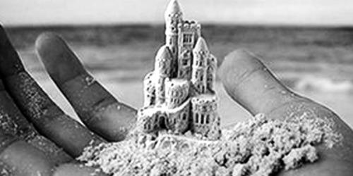 Mas ele não queria, acho que ele não queria, e eu não tive tempo de dizer que quando a gente precisa que alguém fique a gente constrói qualquer coisa, até um castelo! /CaioF.
